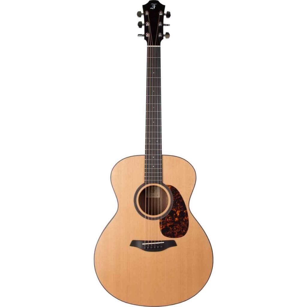 En Furch akustisk Grand Auditorium guitar i lys træ