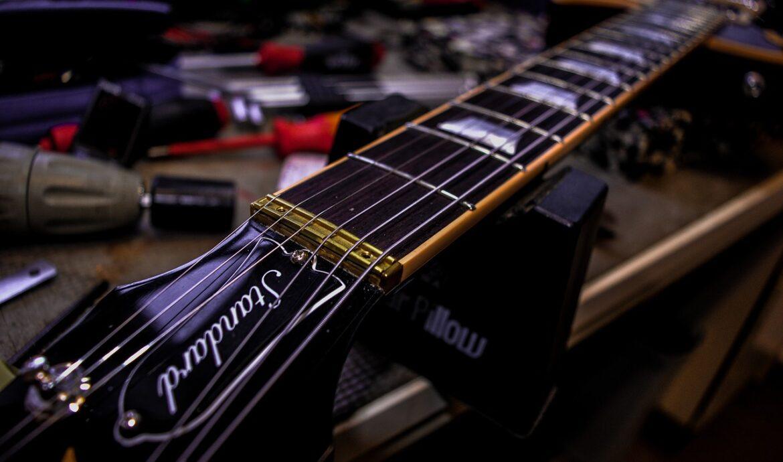 Justering af guitar