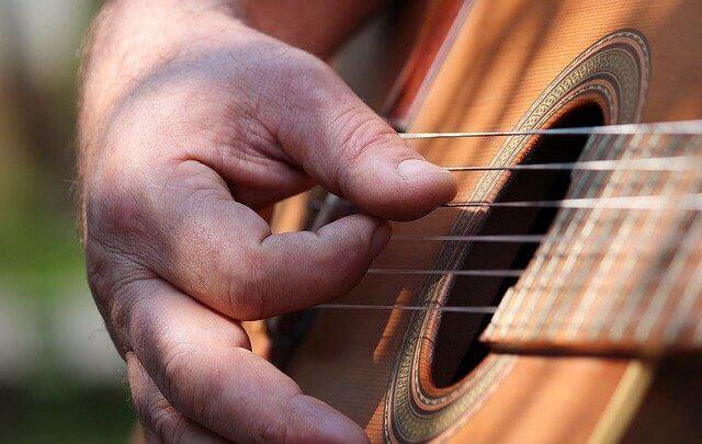 Hvordan man spiller guitar